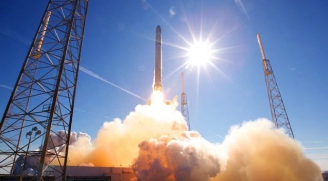 Элон Маск представил новую систему глобального спутникового интернета, в то время, как Google спонсирует SpaceX на <img млрд