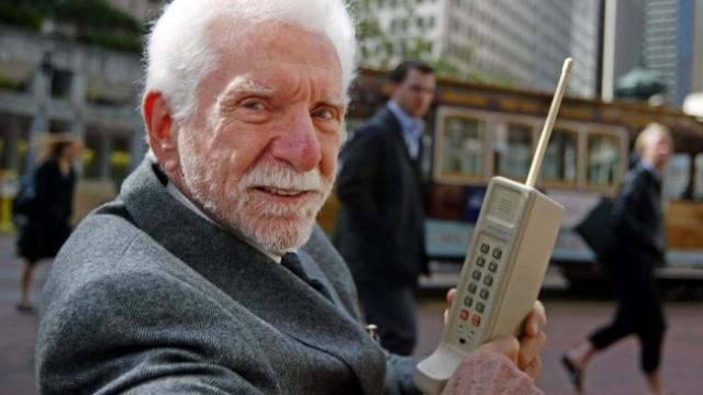 Мобильному телефону исполнилось 40 лет!