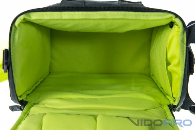 Tucano Tech Plus Shoulder Bag Large: все свое ношу с собой
