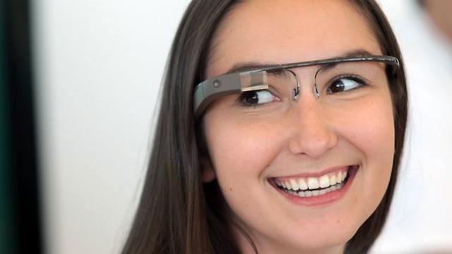 Google Glass будет поддерживать навигацию и текстовые сообщения iOS
