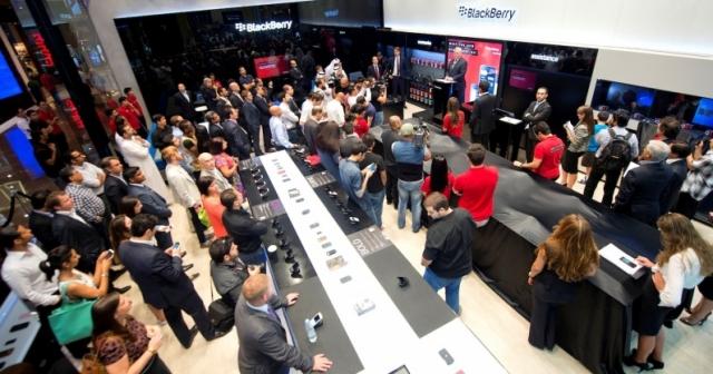 Первый магазин BlackBerry открылся в Дубае (видео)
