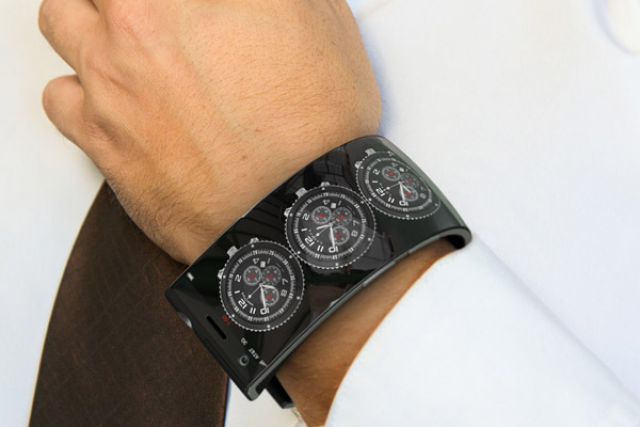 Назад в будущее: смартфон-браслет, который знает о вас все!