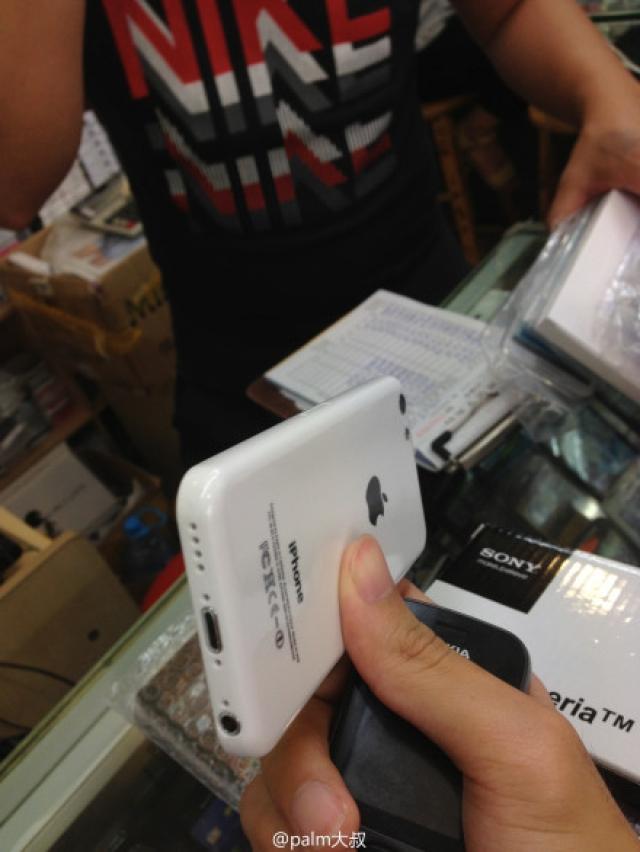 Новое фото бюджетного iPhone