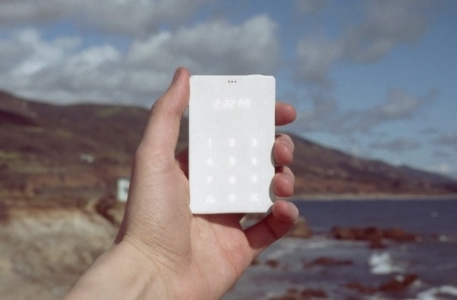 Минималистический Light Phone освободит нас от смартфонов