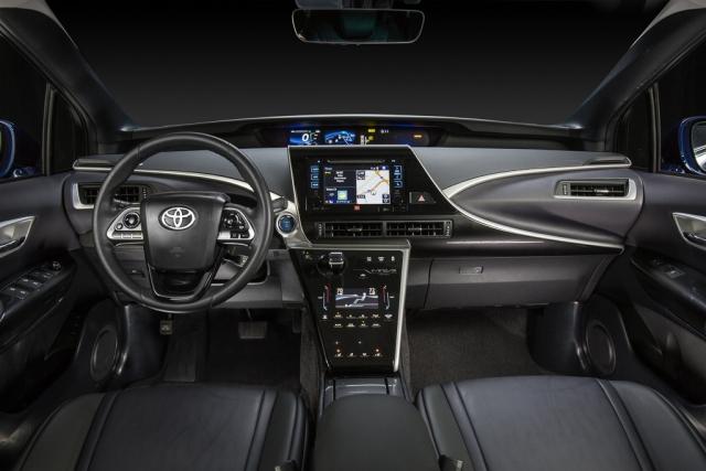Тест-драйв Toyota Mirai на водородном двигателе