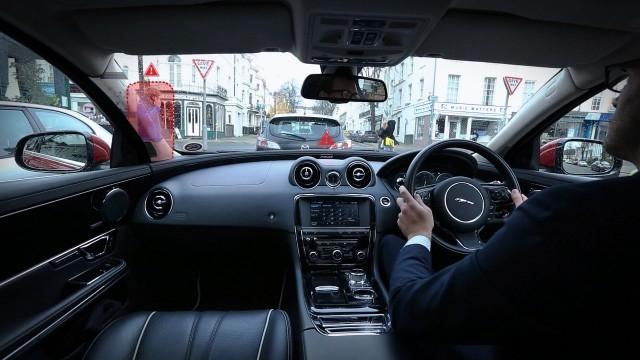 """У концепт-кара Jaguar прозрачные стойки и лобовое стекло c HUD c """"призрачным"""" режимом, как в Mario Kart"""
