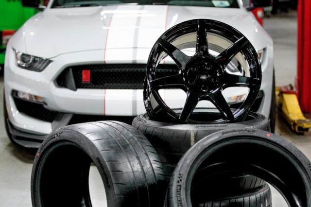 Для углеродных дисков Mustang GT350R используется технология космического шаттла