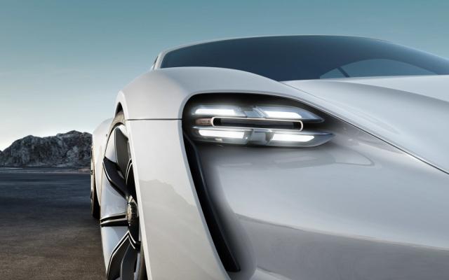 Концепт-кар Porsche Mission Е может составить конкуренцию Tesla Model S