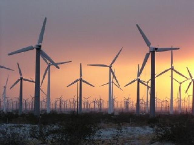 Солнечная и ветровая энергия в силах тягаться с ТЭС: не пора ли переключиться?
