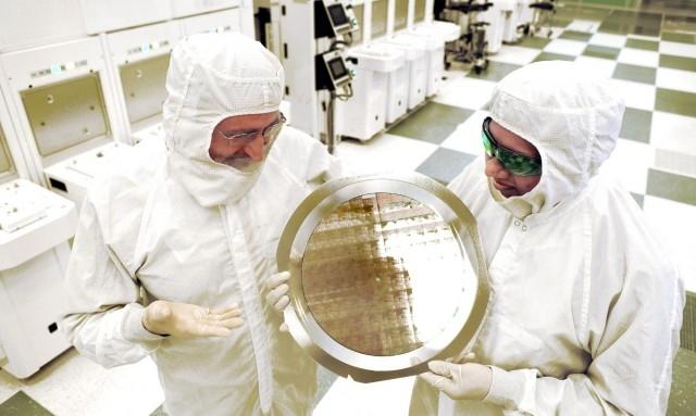 IBM объявили о создании первых образцов 7-нанометровых чипов
