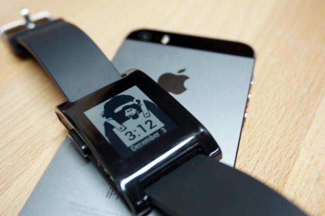 Официальный магазин приложений Pebble запускают на iOS, Android-версия на очереди