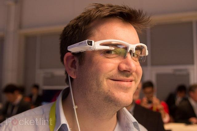Девайс от SONY сможет превратить любые очки в смарт-устройство
