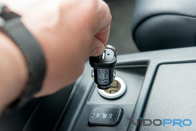 Обзор автомобильного адаптера питания DIGITUS USB Mini Car Charger: зарядка в дороге