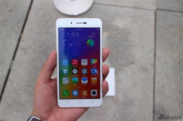 Распаковываем самый тонкий смартфон в мире Vivo X5 Max: фотогалерея