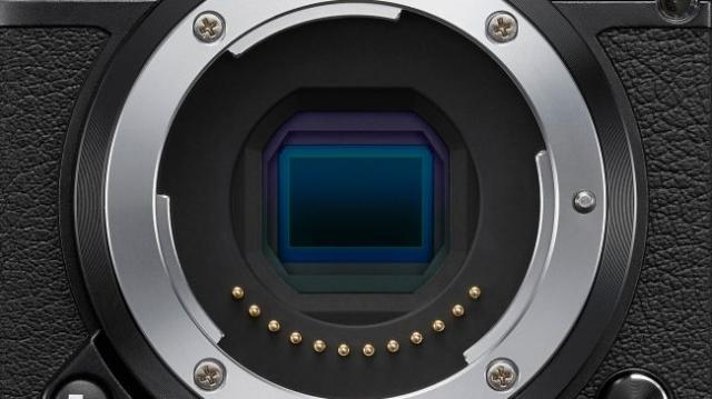 Новая камера Nikon 1 J5 совмещает современные технологии и винтажный внешний вид