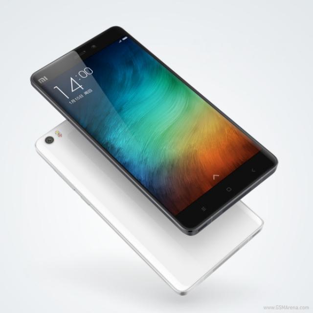 """Xiaomi представила новый фаблет Mi Note с 5.7"""" дисплеем"""