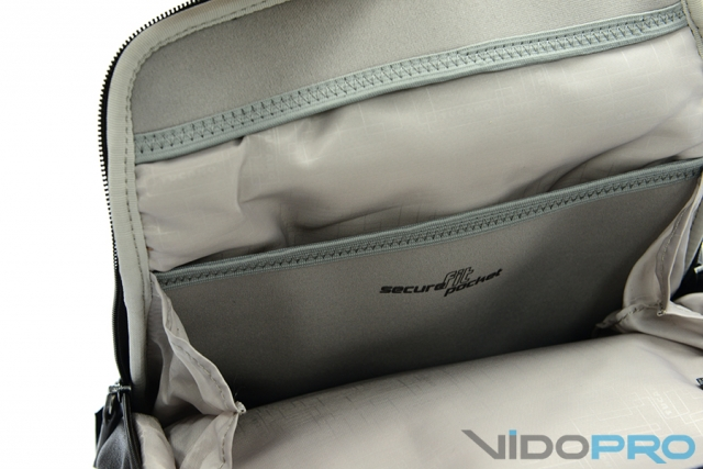 Сумка Tucano One Premium Shoulder Bag: тренд большого города