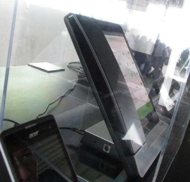 Прототип TouchPhone от Acer: стационарный телефон со встроенным планшетом