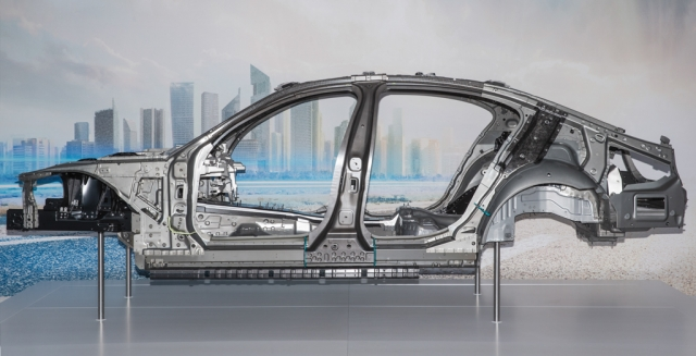 Как BMW производит углеродное волокно для автомобилей 7-й серии