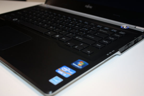 CeBIT 2012: Fujitsu представила 13,3-дюймовый ультрабук Lifebook UH572