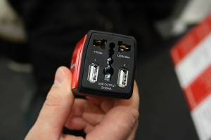 CeBIT 2012: адаптеры питания для автомобилей и универсальные батареи для мобильных устройств от компании Amacrox