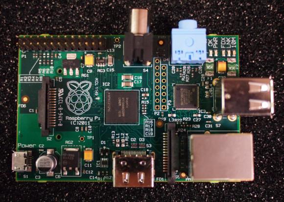 Производство супердешевого компьтера Raspberry Pi размером с кредитную карточку стартует в январе 2012 года.