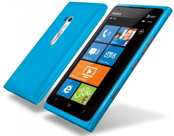Проблемы дисплея Nokia Lumia 900 будут решены обновлением