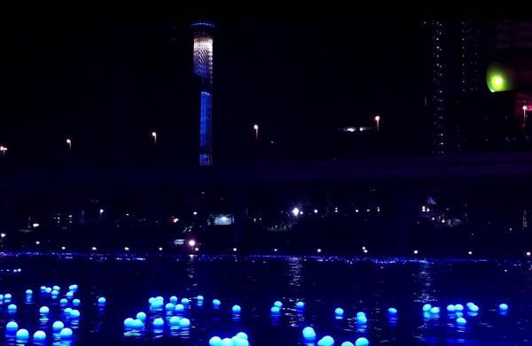 Panasonic украсила воду реки в районе Токио 100 000 плавающими светодиодными лампами