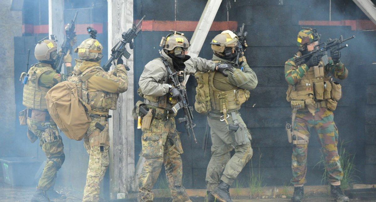 Оружие спецназа М4 M911 M249